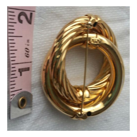 VINTAGE BROOCH RETRO HEAVY BOLD LOOK GOLD TONE MARKED ON BACK PIN